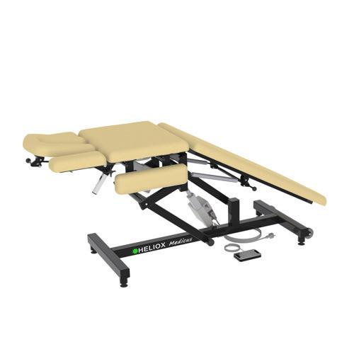Массажный стол Heliox Medicus Pro Бежевый (с электроприводом)Этот инновационный массажный стол, может быть использован специалистами множества направлений. Второй электропривод позволяет плавно регулировать положение средней(грудной) секции, в том числе под нагрузкой, а система газовых амортизаторов делает удобной работу с задней(для ног) секции ложа. Оригинальная конструкция рамы стола обеспечивает удобную работу врача с пациентом с любой стороны стола, а также позволяет проводить регулировки ложа и подголовника во множество положений.<br>
