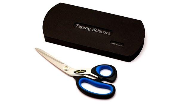 Ножницы SPOL для кинезио тейпов длиной 21смНожницы для кинезио тейпов SPOL &amp;mdash; это специальные профессиональные ножницы, которые желательно использовать только для нарезания кинезио тейпов.&#13;<br>&#13;<br>Данные ножницы имеют правильный угол заточки и специальное покрытие, которые препятствуют налипанию клея, даже через продолжительное время использования.&#13;<br>&#13;<br>Ножницы длиной 21см &amp;mdash; отлично подойдут для тех кто активно пользуется кинезио тейпами.<br>