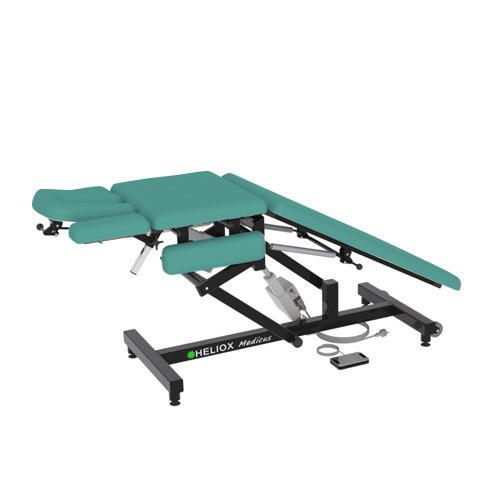 Массажный стол Heliox Medicus Pro Бирюзовый (с электроприводом)Этот инновационный массажный стол, может быть использован специалистами множества направлений. Второй электропривод позволяет плавно регулировать положение средней(грудной) секции, в том числе под нагрузкой, а система газовых амортизаторов делает удобной работу с задней(для ног) секции ложа. Оригинальная конструкция рамы стола обеспечивает удобную работу врача с пациентом с любой стороны стола, а также позволяет проводить регулировки ложа и подголовника во множество положений.<br>