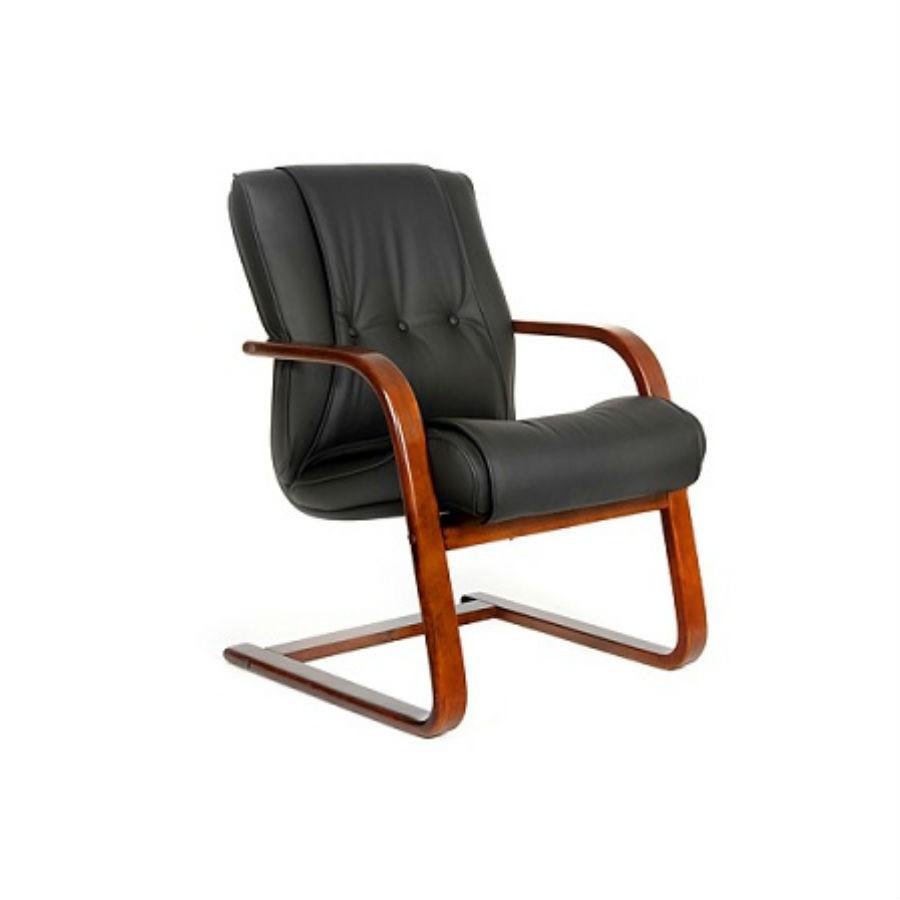 Офисное кресло CHAIRMAN 653VКресло CHAIRMAN 653V&amp;nbsp;&amp;nbsp;предназначено для посетителей. Мягкое сиденье и увеличенная спинка&amp;nbsp;обеспечат максимально удобное расположение. Натуральные материалы придают креслу благородный вид. Материал обивки - натуральную кожу прекрасно дополняют деревянные вставки. Стильный необычный внешний вид придаст изюминки офисному помещению. Отличное решение для оформления зон ожидания.<br>