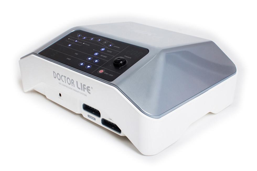 Профессиональный аппарат прессотерапии Doctor Life MARK 400Профессиональный аппарат прессотерапии Doctor Life MARK 400 оснащен 6 камерами, 3 режимами работы и эффектом волны снизу вверх. Модель используют в лечебных учреждениях и центрах красоты, а также в домашних условиях. Аппарат с сенсорным экраном, возможностью отключения камер, кнопкой мгновенного отключения. Можно легко включить желаемый режим, задать оптимальное давление, установить время, управлять каждой из 6 камер.<br>