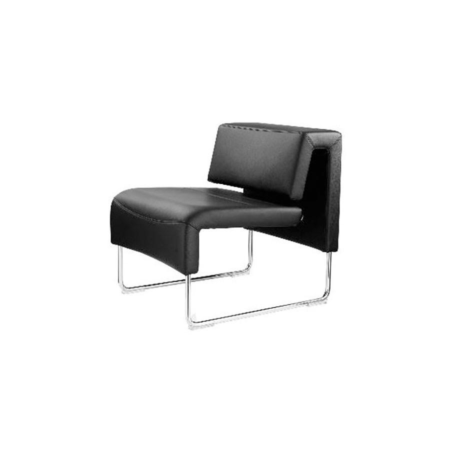 Кресло Scott Howard Sitland PATH A черная кожаОтличное решение для оформления офиса, в котором работают креативные и позитивные люди. Мебель этой серии будет выгодно отличать офис от остальных. Необычная форма и стильный дизайн несомненно будет привлекать внимание. Гармоничное сочетание классической чёрной кожи и опор, выполненных из алюминия будет отлично смотреться даже в нестандартном оформлении офисного помещения.<br>