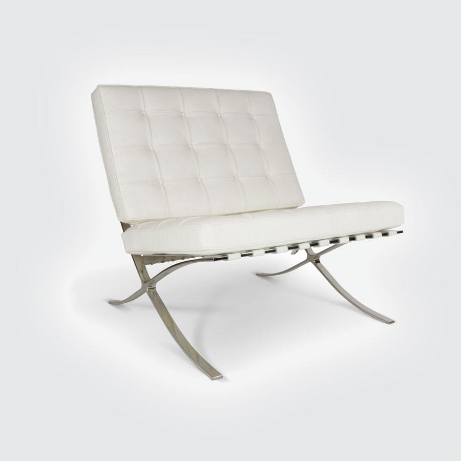 Кресло Barcelona Style Chair белыйКресла Барселона от Ludwig Mies Van der Rohe покорили мировой подиум на Международной выставке, проводимой в 1929 году в Испании. Уже более 80 лет эта эксклюзивная мебель по праву считается настоящим шедевром модерна XX века, априори занимая почетное место в лучших дизайнерских интерьерах. Кресло Barcelona было специально создано дизайнером Людвигом Мис Ван дер Роэ для немецкого выставочного павильона в Барселоне в 1929 году.<br>