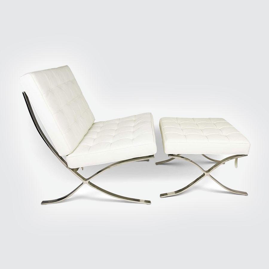 Кресло Barcelona Style Chair &amp; Ottoman белыйКресла Барселона от Ludwig Mies Van der Rohe покорили мировой подиум на Международной выставке, проводимой в 1929 году в Испании. Уже более 80 лет эта эксклюзивная мебель по праву считается настоящим шедевром модерна XX века, априори занимая почетное место в лучших дизайнерских интерьерах. Кресло Barcelona было специально создано дизайнером Людвигом Мис Ван дер Роэ для немецкого выставочного павильона в Барселоне в 1929 году.<br>