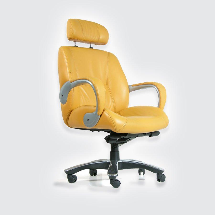 Кресла для руководителя CHAIRMAN 428 желтыйМодель CHAIRMAN CH 428 - яркое, стильное кресло для творческих людей, ценителей передовых дизайнерских решений. Обеспечивает высокую степень комфорта за счет ортопедических элементов конструкции, используемых в современных автомобильных креслах, таких, как зоны боковой поддержки на спинке и сидении. Сиденье имеет внешний изгиб, направленный вниз, что не нарушает кровообращение ногах пользователя. Обивка кресла &amp;mdash; натуральная кожа (высшая категория).<br>