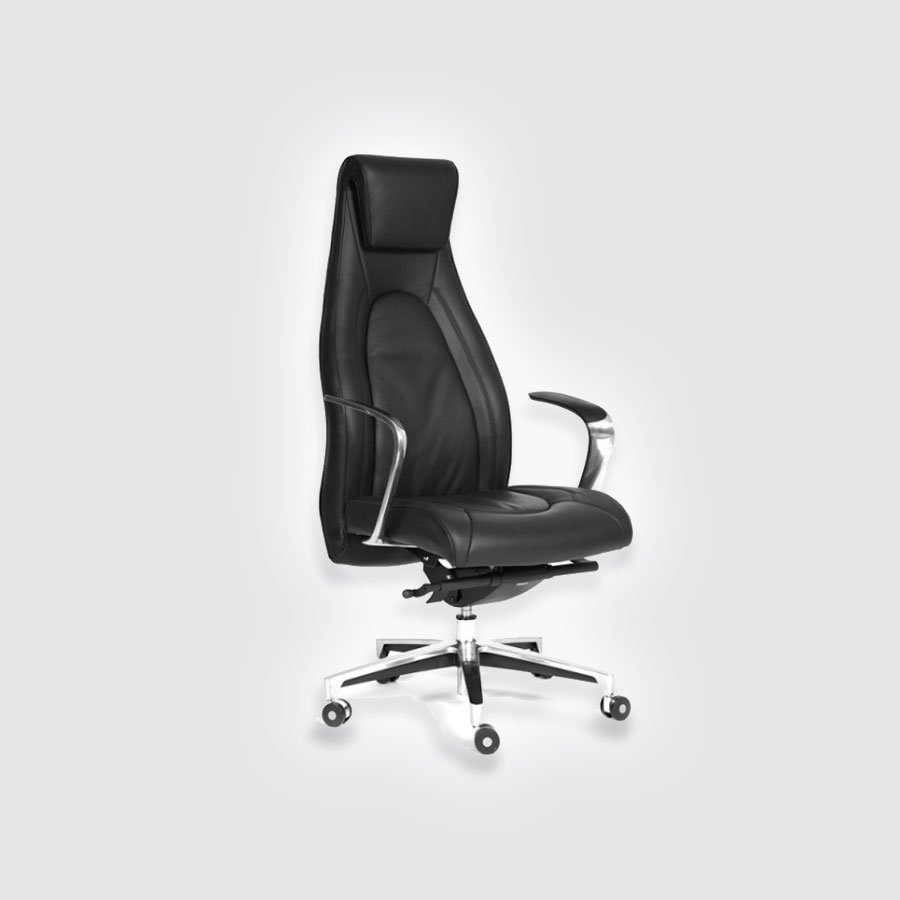 Кресло для руководителя CHAIRMAN Fuga чёрный1) Высокая спинка. Она позволяет полностью облокотиться на неё, что несколько разгружает все отделы позвоночника. Дополнительно, достигается достаточно высокий показатель комфортности при использовании регулировки положения. Можно задать угол наклона спинки кресла CHAIRMAN Fuga, относительно плоскости сидения. 2) Специальная форма подлокотников. Кресло CHAIRMAN Fuga обладает довольно большой шириной данных элементов, что позволяет без проблем разместить на них руку.<br>