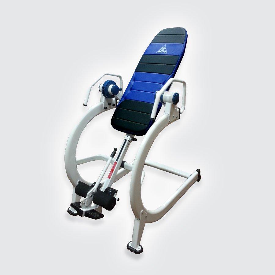 Инверсионный стол DFC I-19PLПрофессиональный инверсионный стол DFC I-19PL для коммерческого использования, основой которого служит сверхпрочная стальная конструкция из округлый профилей с 2-х слойной покраской и лакировкой, выдерживающая нагрузку до 200 кг.<br>