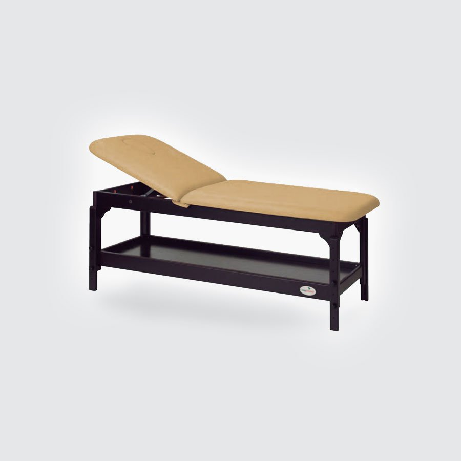 Массажный стол Ecopostural C-3230Стационарный массажный стол Ecopostural C-3230 имеет две секции, одна из которых регулируется по высоте для наибольшего комфорта пациента. Надежная деревянная основа стола имеет полочку для хранения аксессуаров и массажных принадлежностей, что помогает экономить место и обеспечивать быстрый доступ к необходимым атрибутам массажа. Каркас массажного стола, выполненный из натурального дерева, имеет благородное темное покрытие, которое эффектно оттеняет светло-бежевую обивку ложа.<br>