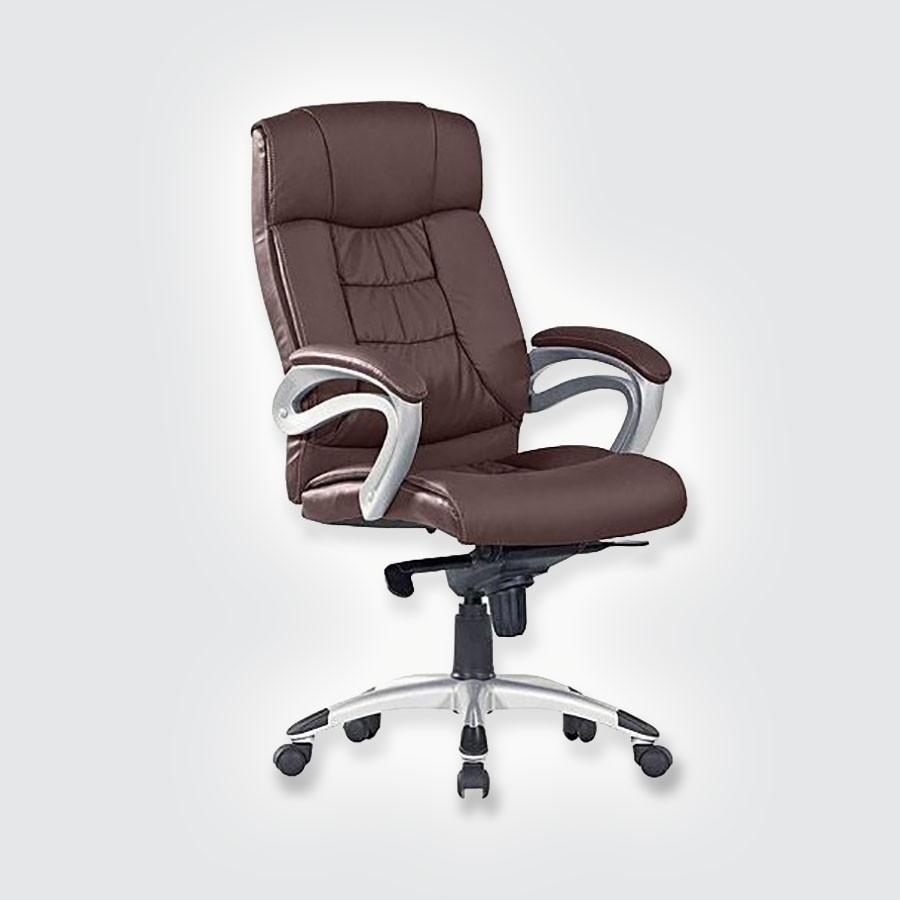 Кресло руководителя Good-Kresla George chocoВ дизайне кресла George выдержан строгий баланс между яркими запоминающимися деталями и элегантностью формы. Оригинальные подлокотники прекрасно сочетаются с анатомической спинкой и массивным подголовником. Все месте эти детали не позволят спутать George ни с одним креслом, представленным на рынке. Дизайн офисного кресла очень функционален. Конструкция подголовника способствует полному расслаблению шеи во время отдыха.<br>