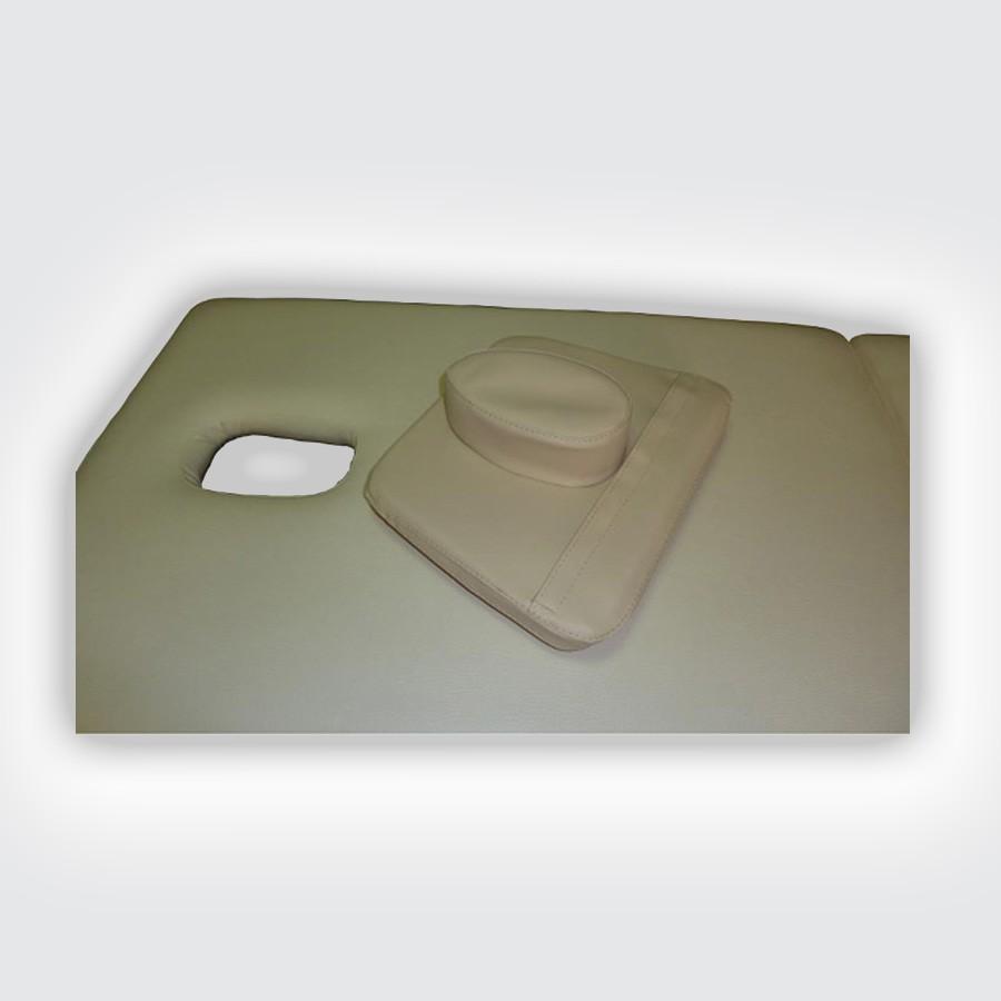 Подушка-заглушка Heliox PCЗаглушка-подушка Гелиокс используется для закрытия отверстия для лица в массажном столе. Заглушка изготовлена в форме гриба, ножка которого вставляется в отверстие стола, а шляпка в виде прямоугольника 30 х 25 см лежит на его поверхности, предотвращая проваливание и создавая больший комфорт для пациента, лежащего на спине. Сечение подушки имеет трапециевидную форму: в нижней части ее высота составляет 3 см, в верхней - 4 см.<br>