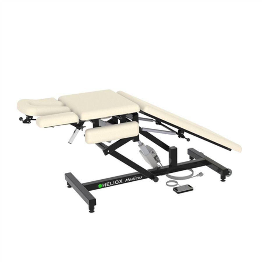 Массажный стол Heliox Medicus Pro (с электроприводом)Этот инновационный массажный стол, может быть использован специалистами множества направлений. Второй электропривод позволяет плавно регулировать положение средней(грудной) секции, в том числе под нагрузкой, а система газовых амортизаторов делает удобной работу с задней(для ног) секции ложа. Оригинальная конструкция рамы стола обеспечивает удобную работу врача с пациентом с любой стороны стола, а также позволяет проводить регулировки ложа и подголовника во множество положений.<br>