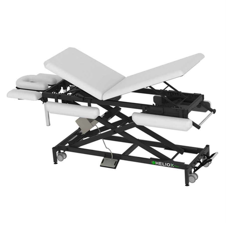 Массажный стол Heliox X103KP (на Х-раме с электроприводом)Массажный стол, 9-ти секционный на Х-раме, благодаря Х-образной конструкции рамы, стол обладает превосходной устойчивостью, надежностью, выдерживает нагрузку до 350кг, а также уменьшенным весом. Стандартно оснащается колесной базой, с центральным подъемным механизмом, держателем для полотенец и держателем для педали.<br>