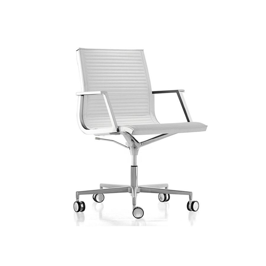 Кресло Scott Howard Luxy NULITE B белое кожаноеЯркие кресла серии NULITE станут прекрасным дополнением любого офиса. Строгий стильи эргономичный дизайн являются несомненными плюсами этой модели. Будут отлично смотреться как на рабочем месте, так и в переговорных.<br>