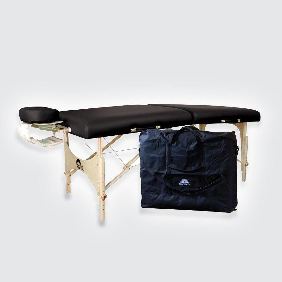 Складной массажный стол Oakworks Aurora (с мягкой полочкой для рук)Переносная модель массажного стола «Аврора» (Aurora) от знаменитой компании «Oakworks», которая славится высокими стандартами качества фирменного уровня, продумана «от и до»: она прочна и устойчива в разложенном виде, замечательно и стильно выглядит, приятна на ощупь, проста в эксплуатации и уходе, быстро складывается в удобный чемодан, который без труда транспортируется к месту проведения сеанса.<br>