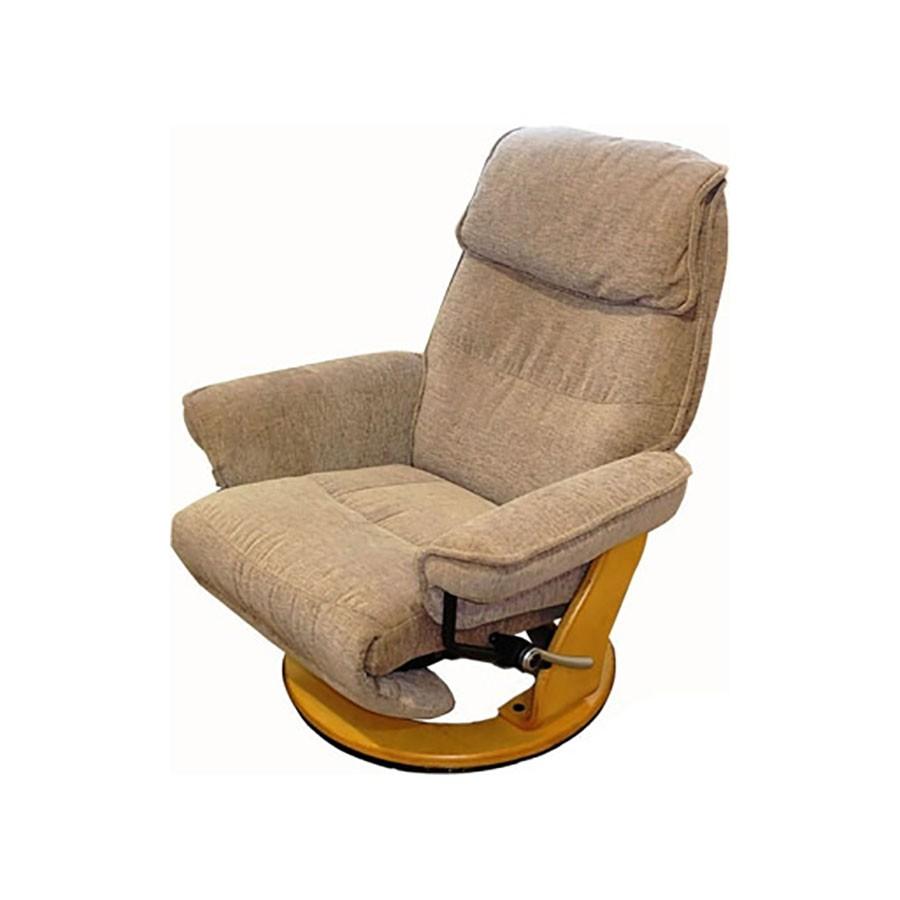 Кресло-реклайнер Relax Rio 7651 ткань бежево-песочный / дерево-светло-коричневыйЭта модель &amp;ndash; идеальный вариант для людей, которые хотят купить эргономичное кресло для небольшой квартиры или служебного кабинета, так как она сочетает в себе все особенности реклайнера, обладая при этом чрезвычайно компактными размерами.&amp;nbsp;Утонченные линии кресла придадут изысканности любому помещению и подчеркнут ваш безупречный вкус.&amp;nbsp;Но самое главное &amp;ndash; его мега-функциональность.<br>