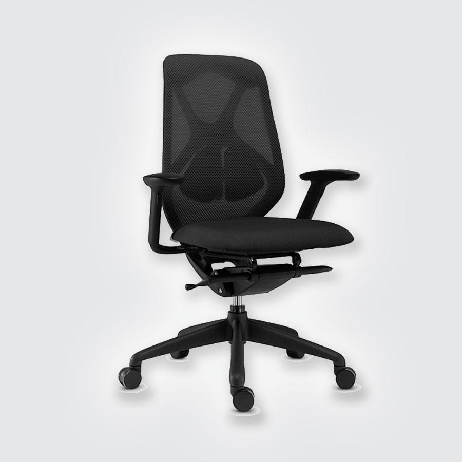 Дизайнерское офисное кресло Scott Howard SuitКресла Suit (дизайнер Min Chen) сочетают в себе неповторимый дизайн и прекрасное качество. Кресла оснащены синхро-механизмом Tension Trasla &amp;#39;America&amp;#39; (Donati).<br>
